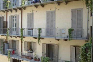 Bilocale in via Accademia ben arredato in centro a Torino Affittiamo