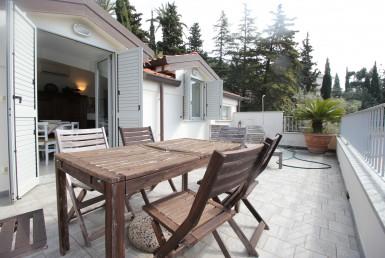Appartamento sulla collina di Alassio nell'elegante complesso Poggiobello con piscina vendesi