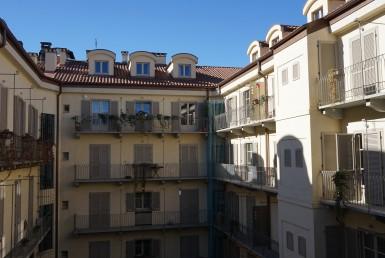 Trilocale recentemente ristrutturato arredato vicino a piazza Bodoni Affittiamo