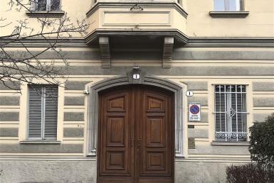 Appartamento di grande metratura stabile d'epoca zona tranquilla con balcone giardino condominiale